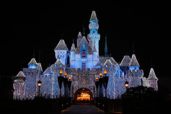 今日晚报 |上海迪士尼乐园一周年之际有望接待游客超1000万 - 2月8日