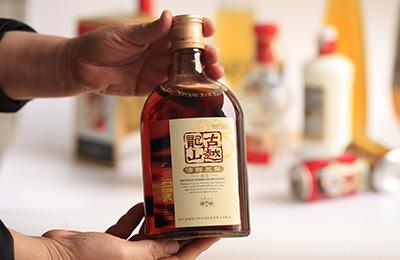 黄酒第一股古越龙山被指表现糟糕:果酒添加食用酒精 市场份额徘徊不前-企查查